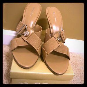 Shoes - Light brown summer sandal
